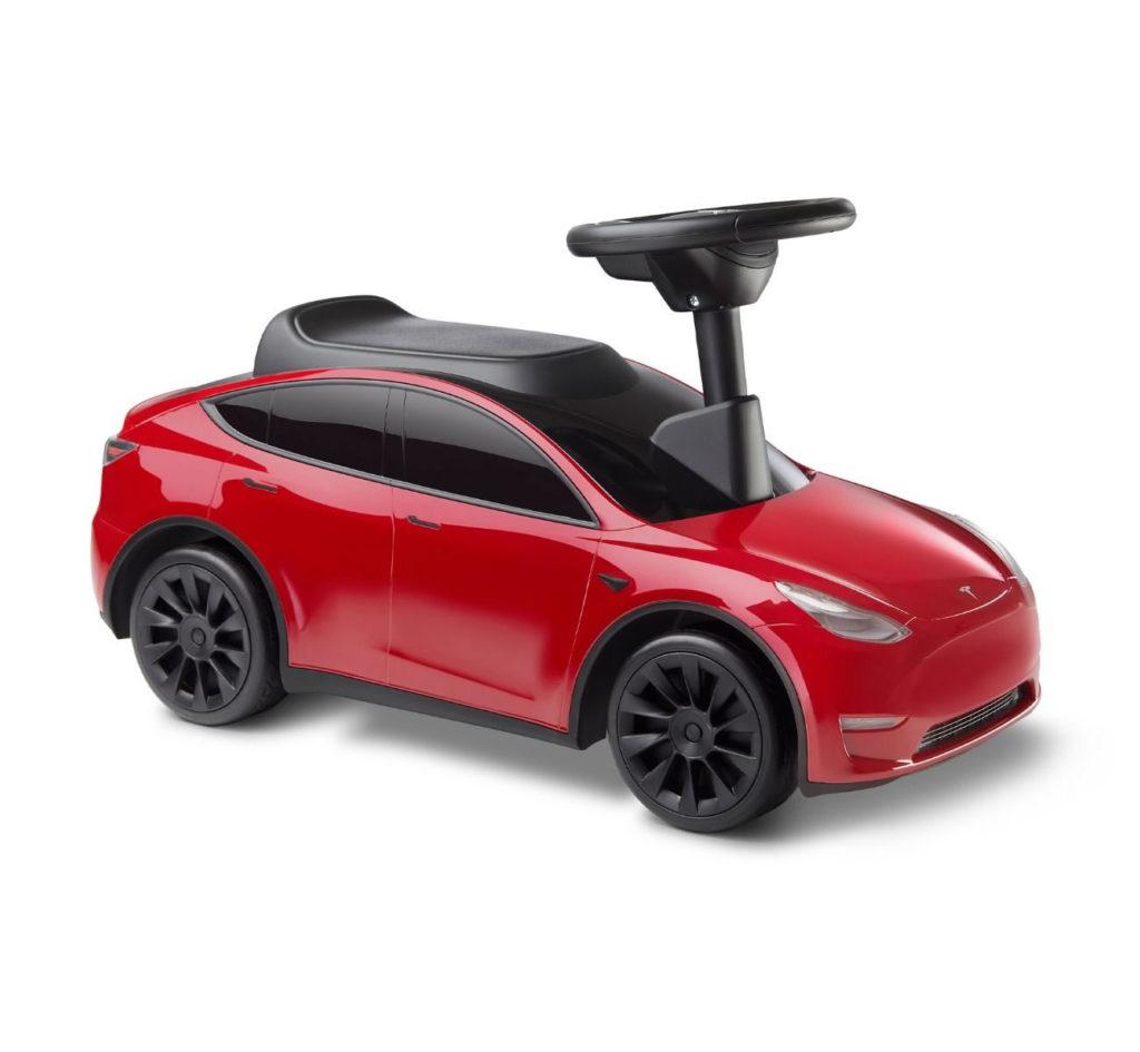 Rotes Ruscthauto im authentischem Tesla Model Y Design
